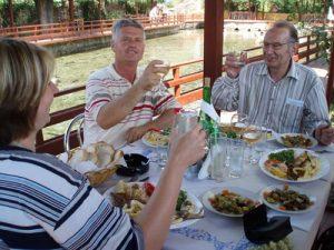 Mittagessen Albanien August 2006